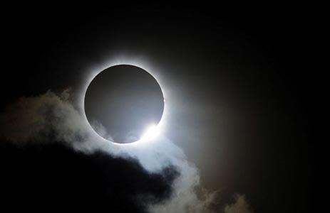 """Luna Nera il 30 settembre: """"Dopo l'eclissi di venerdì ci sarà la fine del mondo"""""""
